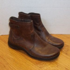 Clarks Bendables women's size 8M leather boots